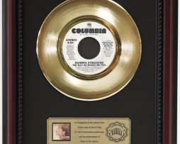 BARBARA-STREISAND-MAKES-ME-FEEL-GOLD-RECORD-CUSTOM-FRAME-CHERRYWOOD-DISPLAY-K1-172163993601
