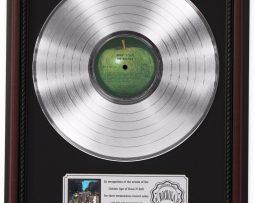 BEATLES-ABBEY-ROAD-PLATINUM-LP-RECORD-FRAMED-CHERRYWOOD-DISPLAY-K1-182137113071