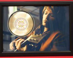 BON-JOVI-LIVING-ON-A-PRAYER-LARGE-PREMIUM-FRAMED-GOLD-CLAD-45-RECORD-DISPLAY-181429572711