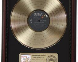 ELVIS-PRESLEY-50000-FANS-GOLD-LP-RECORD-FRAMED-CHERRYWOOD-DISPLAY-K1-172205705901