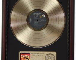 ELVIS-PRESLEY-GOLDEN-RECORDS-GOLD-LP-RECORD-FRAMED-CHERRYWOOD-DISPLAY-K1-172205710981