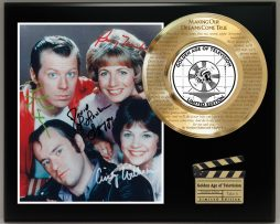 LAVERNE-AND-SHIRLEY-LIMITED-EDITION-SIGNATURE-AND-THEME-SONG-SERIES-DISPLAY-171799760111