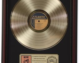 ACDC-FOR-THOSE-ABOUT-TO-ROCK-GOLD-LP-RECORD-FRAMED-CHERRYWOOD-DISPLAY-K1-182130378182