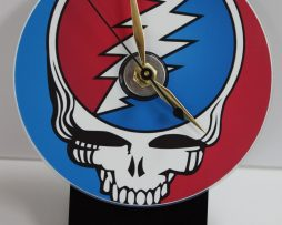 GRATEFUL-DEAD-SKULL-PICTURE-CD-DESK-CLOCK-WITH-BLACK-ACRYLIC-BASE-182068061542