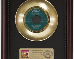 DEAN-MARTIN-VOLARE-GOLD-RECORD-CUSTOM-FRAMED-CHERRYWOOD-DISPLAY-K1-182089296643