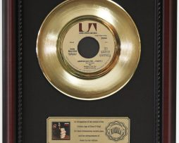 DON-MCLEAN-AMERICAN-PIE-GOLD-RECORD-CUSTOM-FRAMED-CHERRYWOOD-DISPLAY-K1-182089300963