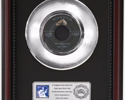 ELVIS-PRESLEY-BLUE-SUEDE-SHOES-PLATINUM-RECORD-FRAMED-CHERRYWOOD-DISPLAY-K1-172204291283