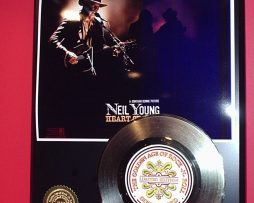 NEIL-YOUNG-LIMITED-EDITION-GOLD-45-RECORD-DISPLAY-181454525453