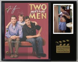 TWO-AND-A-HALF-MEN-LTD-EDITION-REPRODUCTION-TELEVISION-SCRIPT-DISPLAY-C3-181763374353