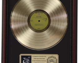 ALICE-COOPER-LOVE-IT-TO-DEATH-GOLD-LP-RECORD-FRAMED-CHERRYWOOD-DISPLAY-K1-182130381564