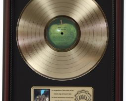 BEATLES-ABBEY-ROAD-GOLD-LP-RECORD-FRAMED-CHERRYWOOD-DISPLAY-K1-172205676654