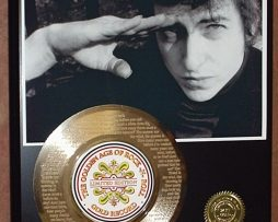 BOB-DYLAN-45-GOLD-RECORD-W-LYRICS-PLAYS-THE-SONG-BLOWIN-IN-THE-WIND-171022045494