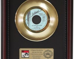 U2-TWO-HEARTBEATS-AS-ONE-GOLD-RECORD-FRAMED-CHERRYWOOD-DISPLAY-K1-182129076294
