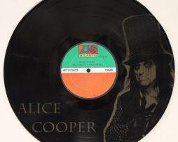 ALICE-COOPER-BLACK-VINYL-LP-ETCHED-W-ARTISTS-IMAGE-LIMITED-EDITION-171382362005