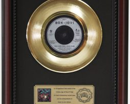 BON-JOVI-GIVE-LOVE-A-BAD-NAME-GOLD-RECORD-CUSTOM-FRAMED-CHERRYWOOD-DISPLAY-K1-182089283005