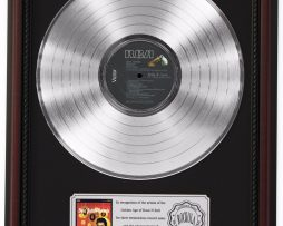ELVIS-PRESLEY-GOLDEN-RECORDS-PLATINUM-LP-RECORD-FRAMED-CHERRYWOOD-DISPLAY-K1-182137176925