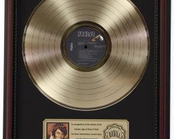 ELVIS-PRESLEY-WELCOME-TO-MY-WORLD-GOLD-LP-RECORD-FRAMED-CHERRYWOOD-DISPLAY-K1-172205729285
