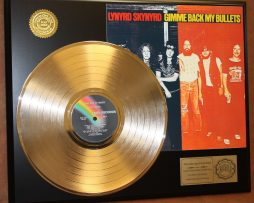 LYNYRD-SKYNYRD-GOLD-LP-RECORD-DISPLAY-ACTUALLY-PLAYS-GIMME-BACK-MY-BULLETS-181112003395