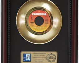 OINGO-BOINGO-WE-CLOSE-OUR-EYES-GOLD-RECORD-FRAMED-CHERRYWOOD-DISPLAY-K1-172204401115