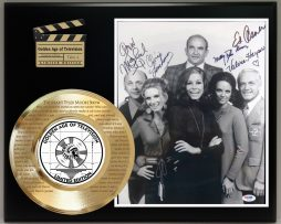 THE-MARY-TYLER-MOORE-SHOW-LTD-EDITION-SIGNATURE-AND-THEME-SONG-SERIES-DISPLAY-181773070785