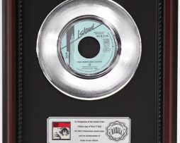 U2-TWO-HEARTBEATS-AS-ONE-PLATINUM-FRAMED-RECORD-CHERRYWOOD-DISPLAY-K1-182130367715