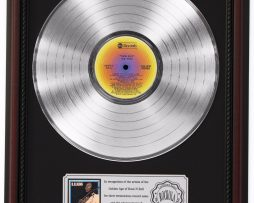 BB-KING-KING-SIZE-PLATINUM-LP-RECORD-FRAMED-CHERRYWOOD-DISPLAY-K1-182137109986