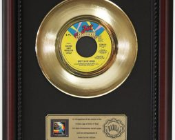 ELO-SWEET-TALKIN-WOMAN-GOLD-RECORD-CUSTOM-FRAMED-CHERRYWOOD-DISPLAY-K1-182089309796