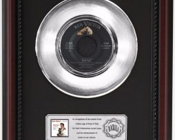 ELVIS-PRESLEY-TEDDY-BEAR-PLATINUM-RECORD-FRAMED-CHERRYWOOD-DISPLAY-K1-172204296226