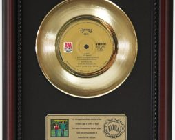 CARPENTERS-SING-GOLD-RECORD-CUSTOM-FRAMED-CHERRYWOOD-DISPLAY-K1-172164193567