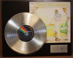 ELTON-JOHN-PLATINUM-DISPLAY-ACTUALLY-PLAYS-THE-SONG-GOODBYE-YELLOW-BRICK-ROAD-171016605297