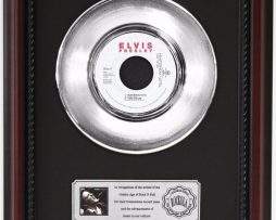 ELVIS-PRESLEY-HEARTBREAK-HOTEL-PLATINUM-RECORD-FRAMED-CHERRYWOOD-DISPLAY-K1-172204293847