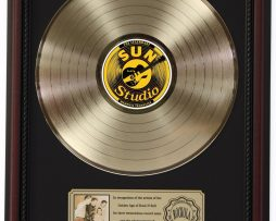 ELVIS-PRESLEY-MILLION-DOLLAR-GOLD-LP-RECORD-FRAMED-CHERRYWOOD-DISPLAY-K1-182130421947