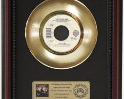 FLEETWOOD-MAC-LITTLE-LIES-GOLD-RECORD-CUSTOM-FRAMED-CHERRYWOOD-DISPLAY-K1-172164217927