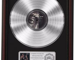 2PAC-ALL-EYES-ON-ME-PLATINUM-LP-RECORD-FRAMED-CHERRYWOOD-DISPLAY-K1-182137079908