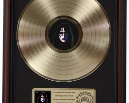 ACE-FREHLEY-GOLD-LP-RECORD-FRAMED-CHERRYWOOD-DISPLAY-K1-182130379248