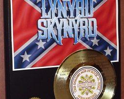 LYNYRD-SKYNYRD-GOLD-45-RECORD-W-LYRICS-PLAYS-THE-SONG-SWEET-HOME-ALABAMA-181120135888