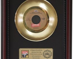 TRAVELING-WILBURYS-HANDLE-WITH-CARE-GOLD-RECORD-FRAMED-CHERRYWOOD-DISPLAY-K1-182129075128