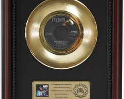 ELVIS-PRESLEY-UNCHAINED-MEDLEY-GOLD-RECORD-CUSTOM-FRAMED-CHERRYWOOD-DISPLAY-K1-172164213769