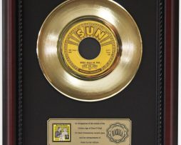 JERRY-LEE-LEWIS-GREAT-BALLS-OF-FIRE-GOLD-RECORD-FRAMED-CHERRYWOOD-DISPLAY-K1-172204355839